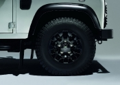 2015-land-rover-defender-black-silver-pack-03