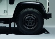 2015-land-rover-defender-black-silver-pack-04
